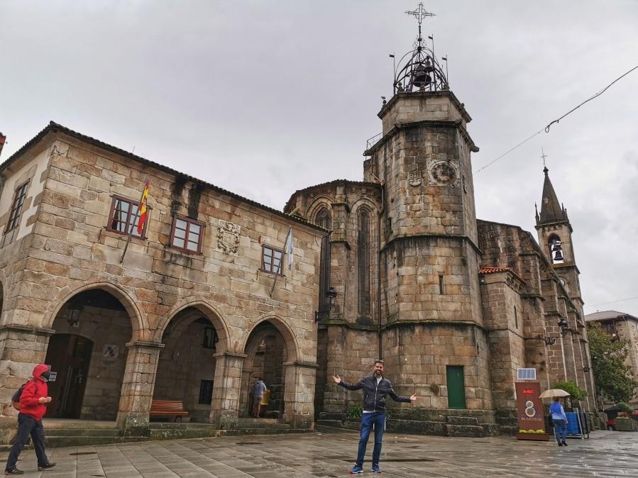 Pazo de Bendaña e Iglesia de Santiago