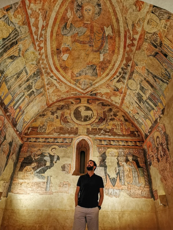 Réplica de los frescos románicos